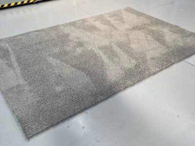 (16) 2m x 3m Meadow rug in grey on black